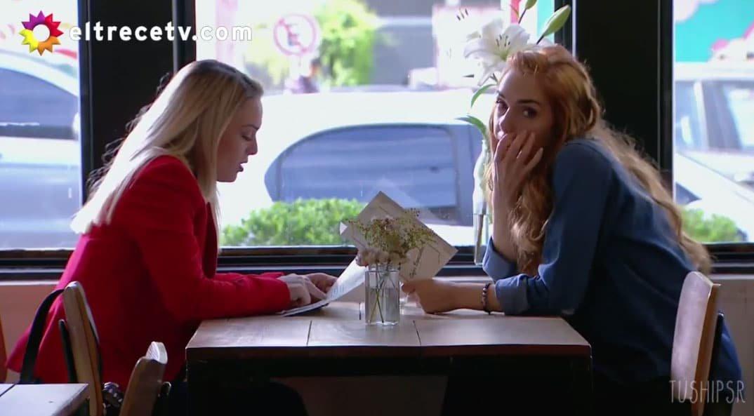 Elena y Jazmín comiendo.
