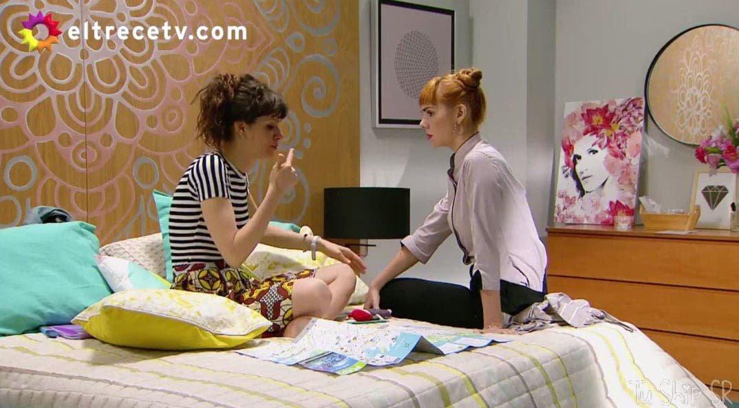Flor y Jazmín en el cuarto