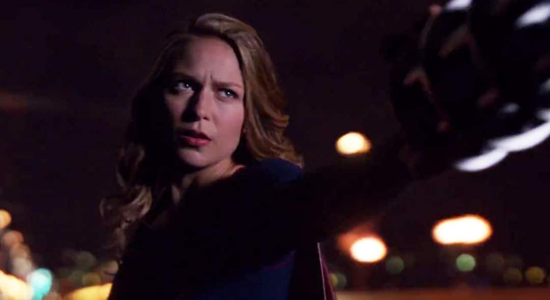 Supergirl salvando a Sanvers