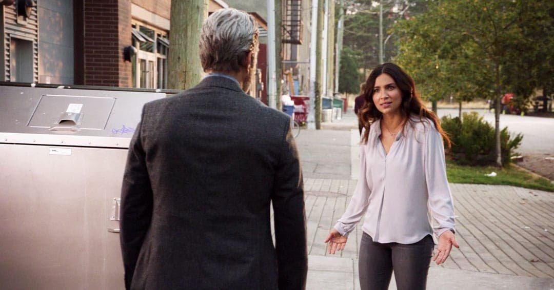 Maggie  Sawyer discutiendo con su padre