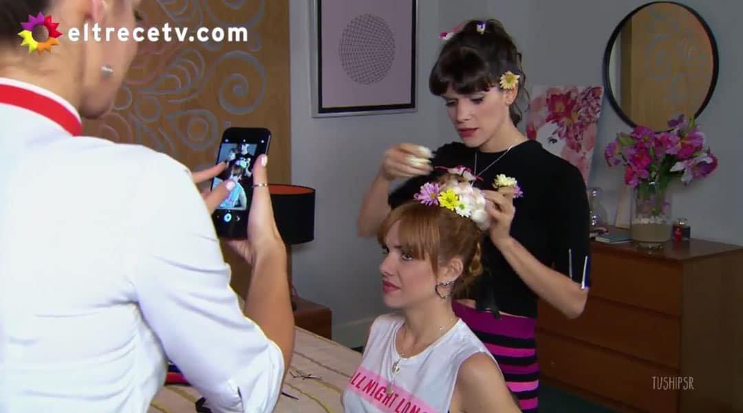 Flor peinando a Jazmín