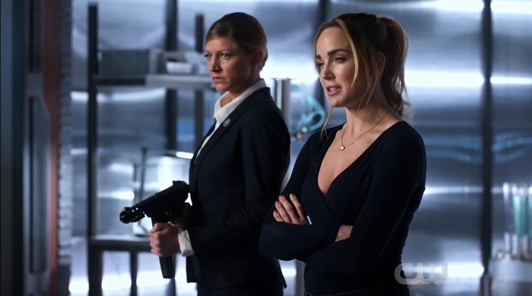Sara y Ava a la defensiva