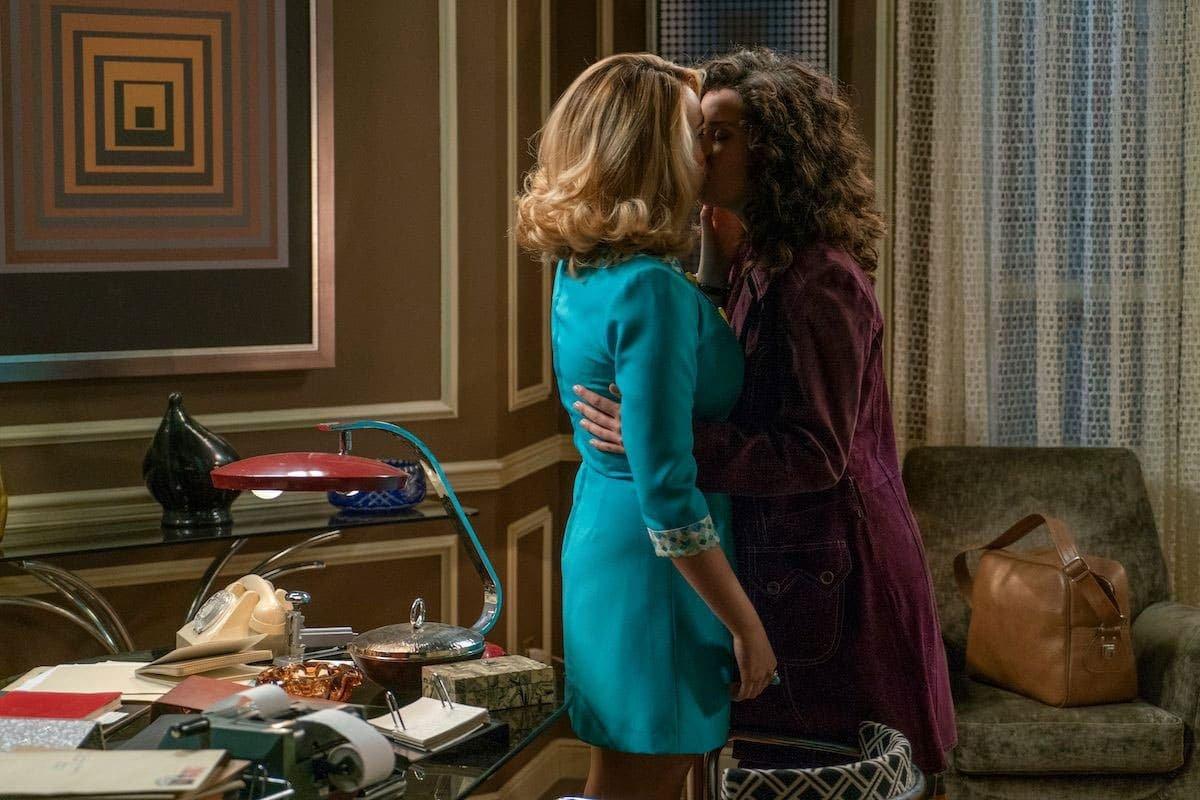 Beso entre Luisita y Amelia
