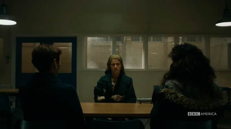 Nadia hablando con Carolyn y Eve en prisión