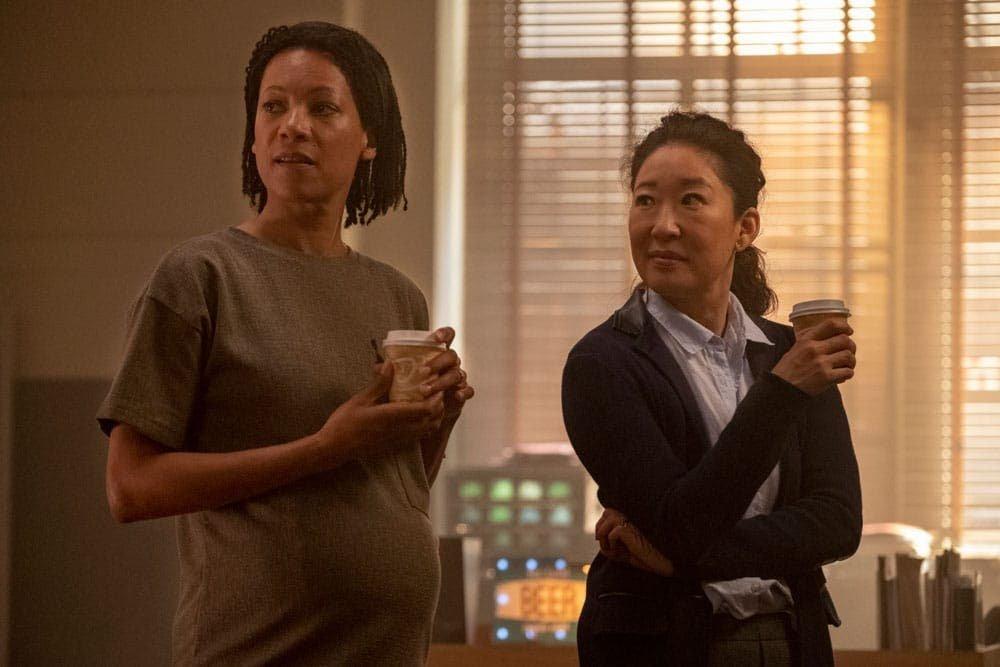 Eve y Jess en el trabajo tomando café