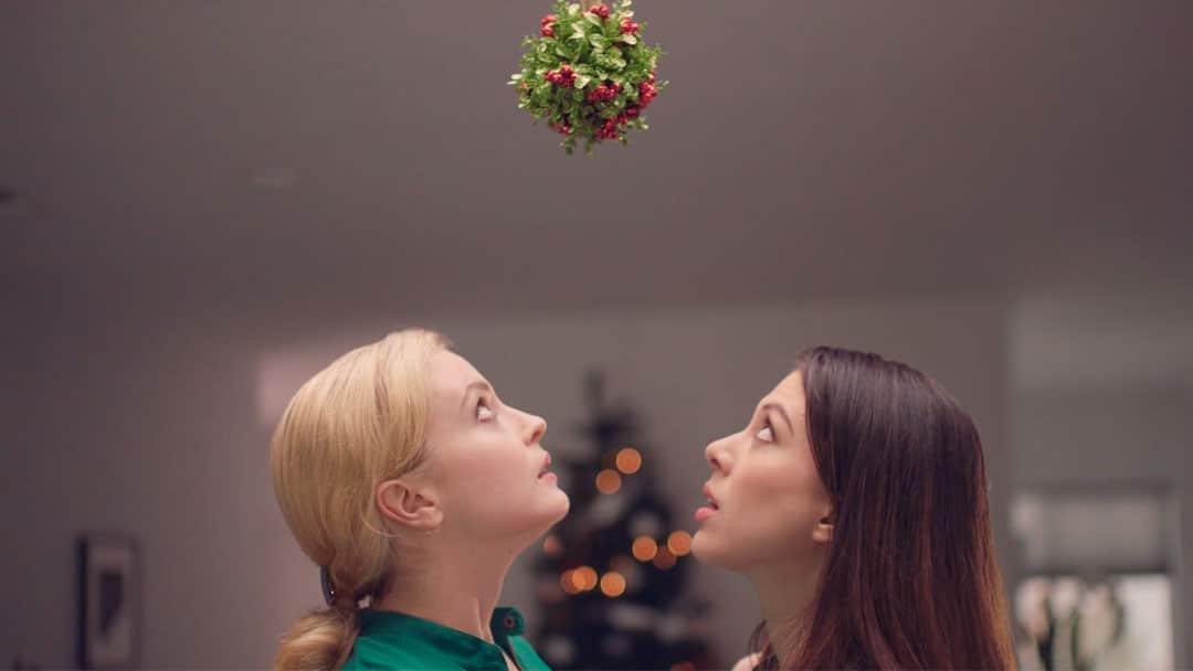 Season of Love una película navideña super lesbicanaria y cursi total