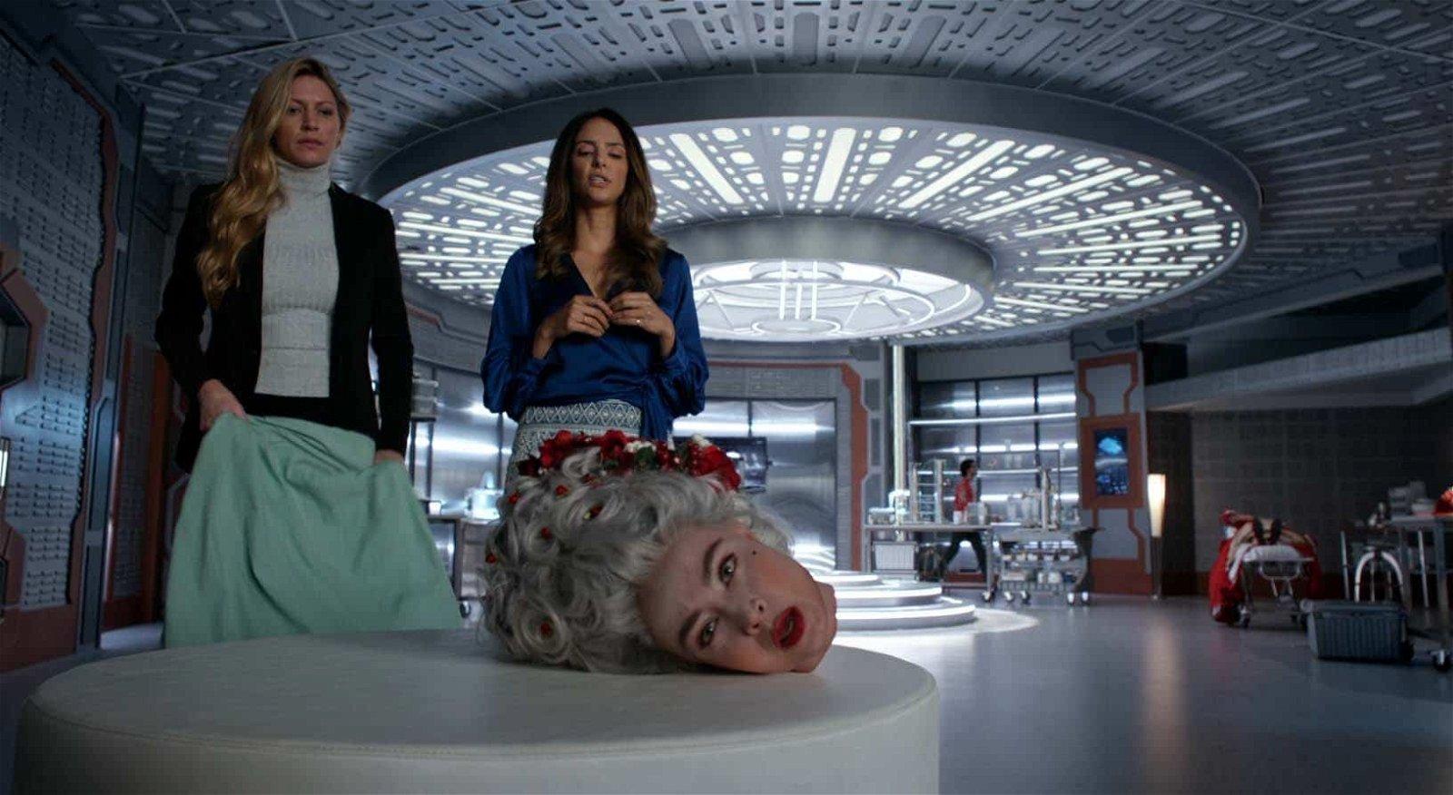 Zari y Ava con la cabeza de María Antonieta