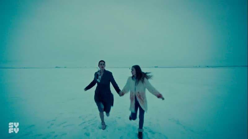 Waverly y Nicole huyendo