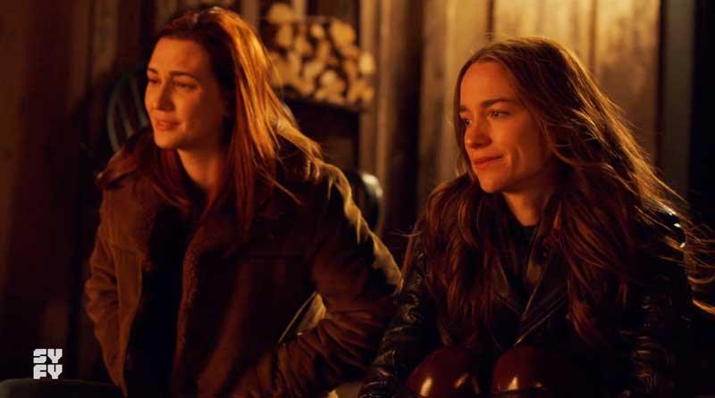 Wynonna y Nicole hablando