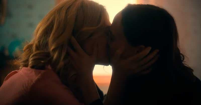 Vanya y Sissy se despiden con un beso