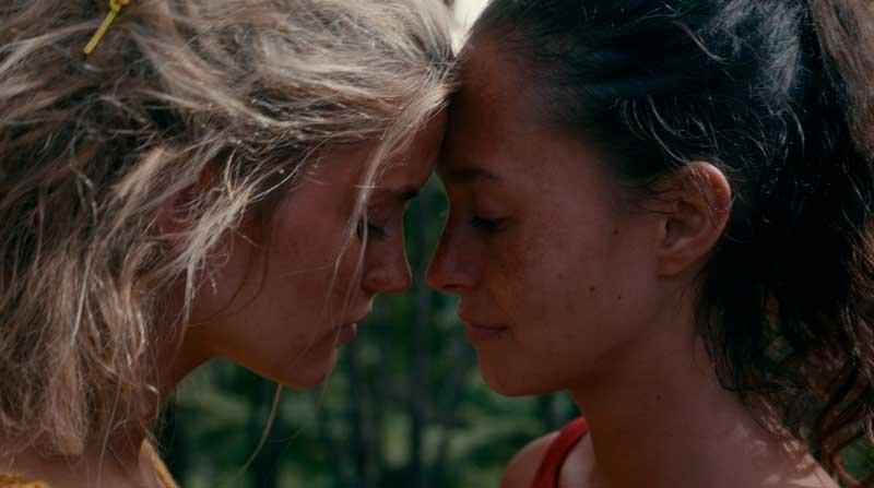Toni y Shelby mirándose