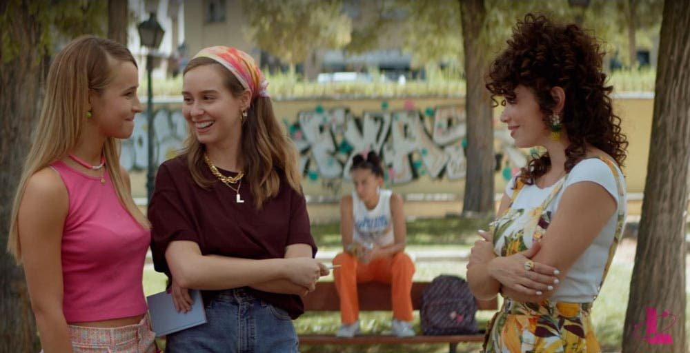 Luisita y Amelia platicando
