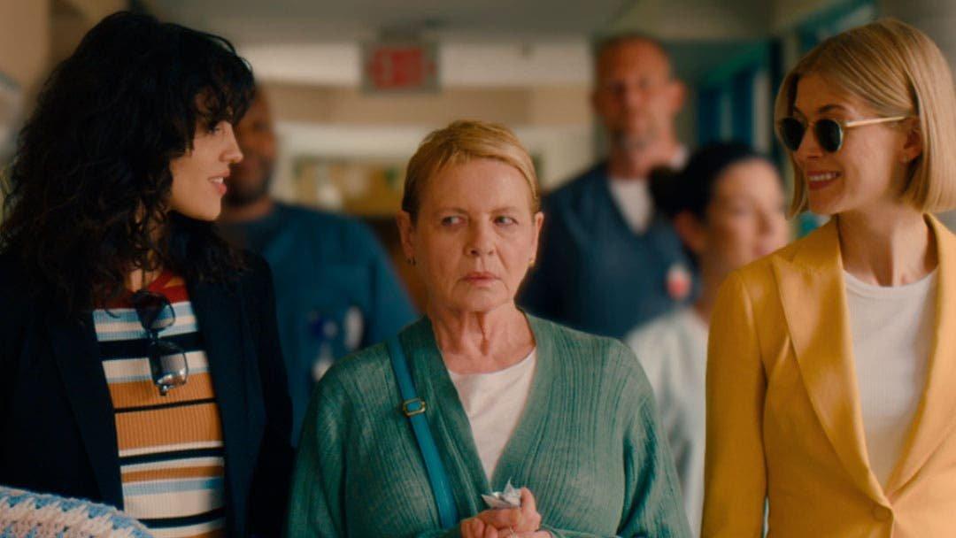 Échale ojo al tráiler de «I Care a Lot» si te gustan las villanas lesbianas que molan mucho