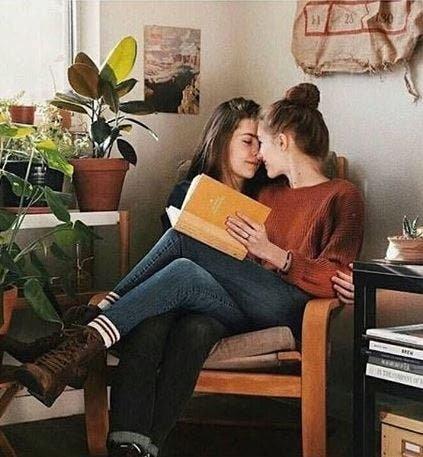 Mini relatos lésbicos: «Alguien»