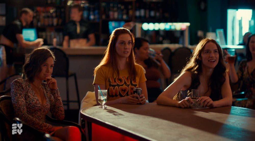 Waverly, Nicole y Wynonna sorprendidas