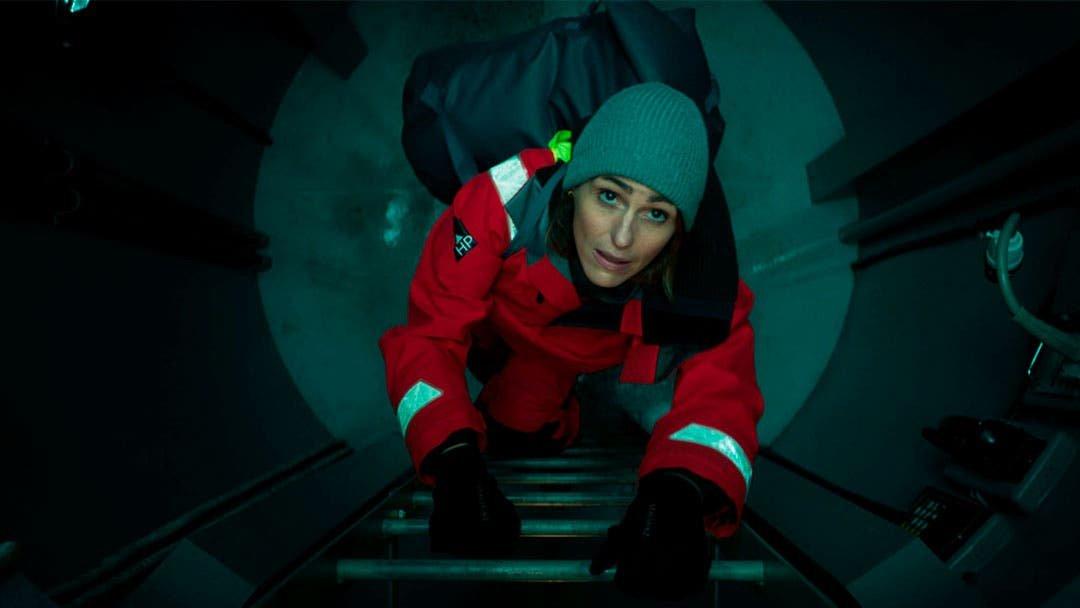 Amy Silva subiendo una escalera