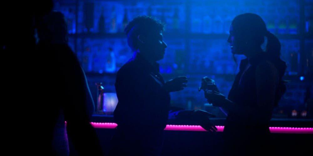 Dani y Sophie en el bar