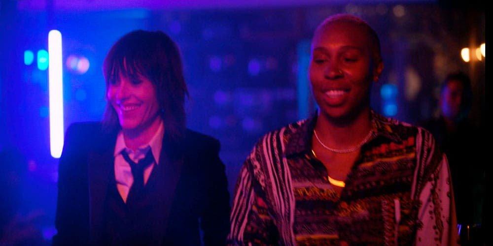 Shane y Eddie caminando en el bar