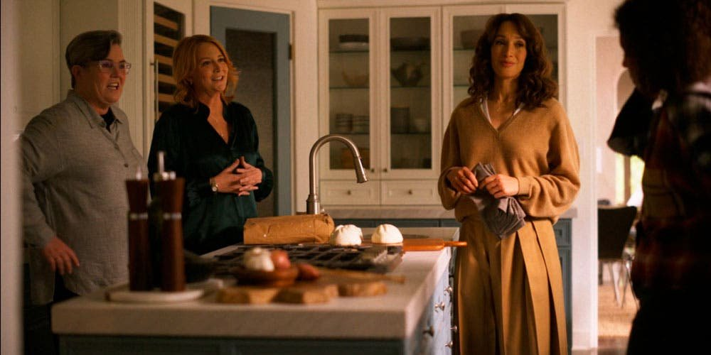 Tina, Bette y Carrie hablando con Angie