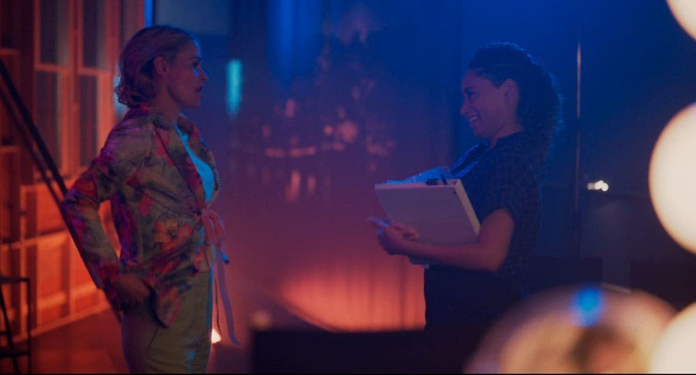 Alice y Sophie platicando en The L Word Generation Q