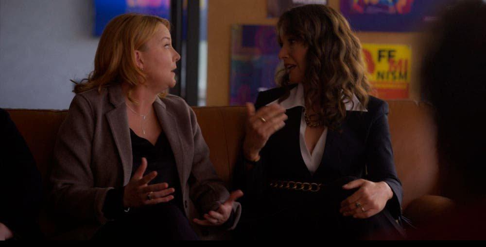 Bette y Tina discutiendo en The L Word Generation Q