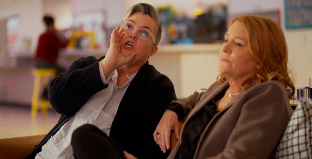Carrie y Tina sentadas en The L Word Generation Q