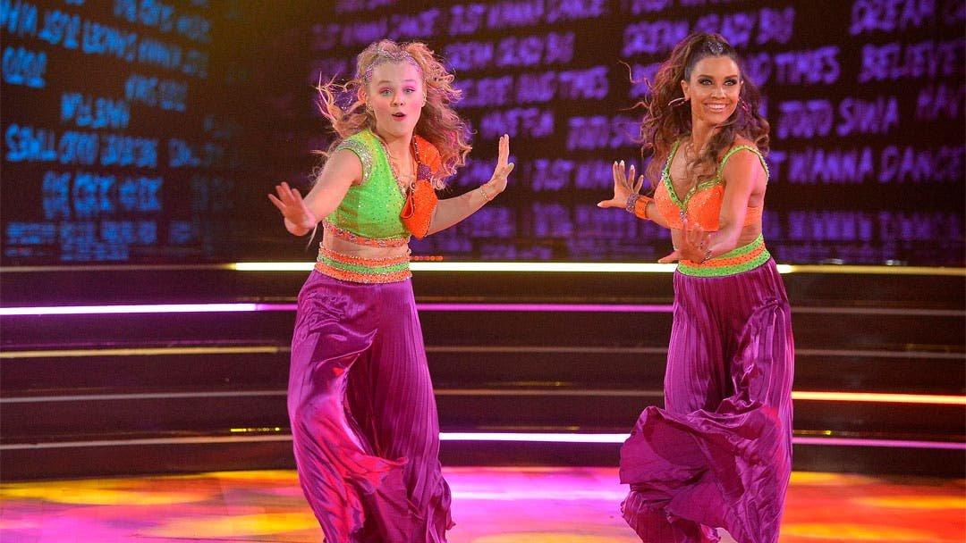 Jojo Siwa hace historia bailando con otra chica en Dancing With the Stars