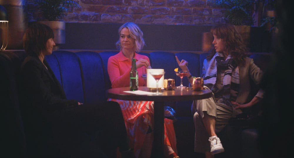 Shane Alice y Bette en el bar