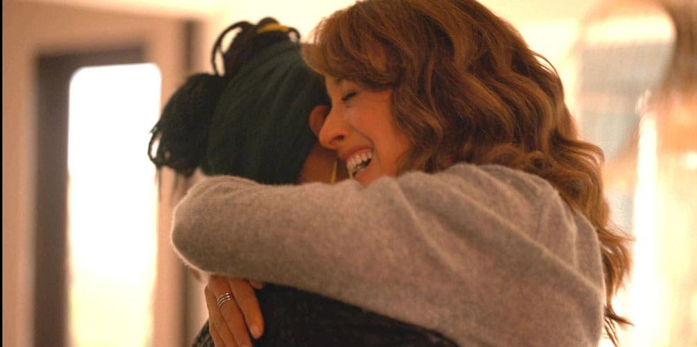 Bette y Pippa abrazadas